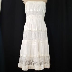 Two of Us strapless laced white dress. M